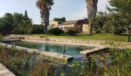 Farmhouses villas and farm holidays in ragusa sicily - Estintore in casa ...